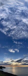 宇宙を感じる海と空の写真・画像素材[4762030]