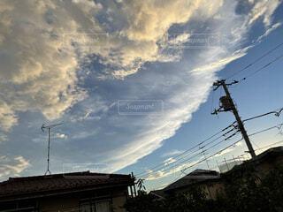 波みたいな雲の写真・画像素材[4768088]