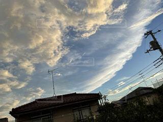 波みたいな雲の写真・画像素材[4768092]