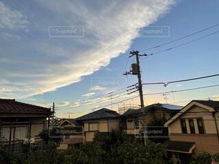 波みたいな雲の写真・画像素材[4768090]