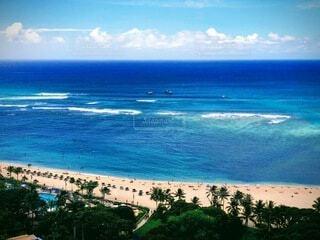 果てしなく続くハワイの青い海の写真・画像素材[4763420]
