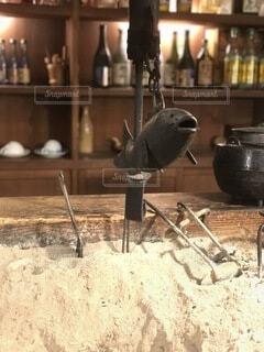囲炉裏に自在鉤(魚)昔の日本文化の写真・画像素材[4763499]