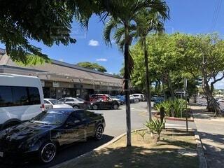 人気の店が並ぶハワイの風景の写真・画像素材[4763511]