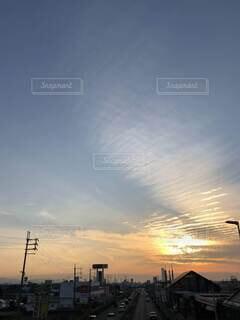 街に沈む夕日の写真・画像素材[4787269]