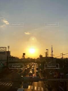 一日の終わりを告げる夕日の写真・画像素材[4787273]