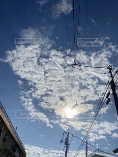 太陽輝く青い空の写真・画像素材[4766206]