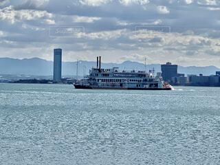 琵琶湖を走るミシガンの写真・画像素材[4766987]
