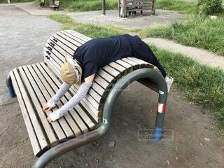 公園の健康ランドでストレッチの写真・画像素材[4770816]