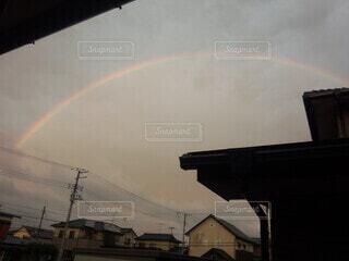 雨上がりの空の虹の写真・画像素材[4768218]