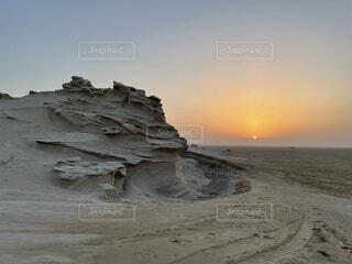 砂漠にひっそりとたたずむかつて海底だった証の写真・画像素材[4768467]