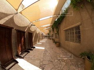 ドバイ 石造の建物の裏路地の写真・画像素材[4768572]