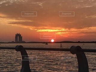 アラビア湾に沈む夕日の写真・画像素材[4768575]
