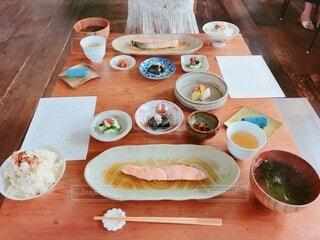 和食メインの朝食の写真・画像素材[4768674]