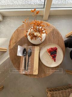 ケーキとテーブルの写真・画像素材[4770807]