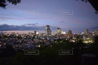 日没後の都市の眺めの写真・画像素材[4770962]