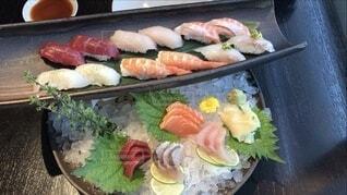 お寿司と刺身の盛り合わせの写真・画像素材[4770971]