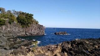 海と岩場の写真・画像素材[4768548]