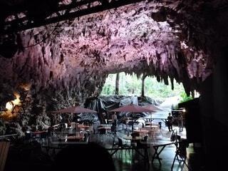 洞窟とカフェの写真・画像素材[4768556]