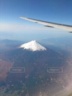 飛行機と富士山の写真・画像素材[4768566]