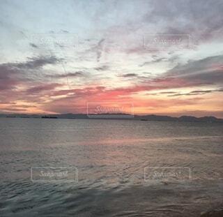 空と海と夕日の写真・画像素材[4782968]
