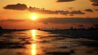 夕日の反射の写真・画像素材[4769617]