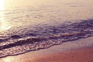 優しい波と砂浜2の写真・画像素材[4771411]