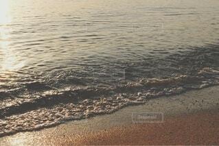 優しい波と砂浜3の写真・画像素材[4771416]