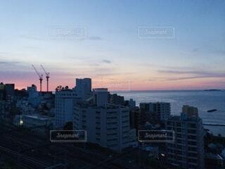 朝を迎える海の写真・画像素材[4771221]