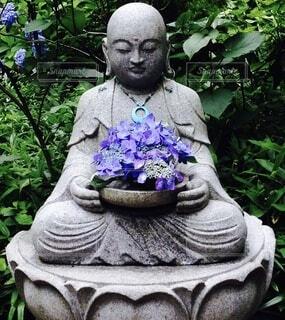 紫陽花とお地蔵さんの写真・画像素材[4771280]