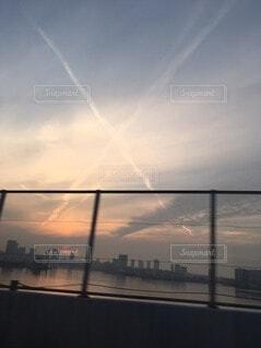 日没時の都市の眺めの写真・画像素材[4770012]