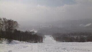 雪に覆われた斜面の写真・画像素材[4770013]
