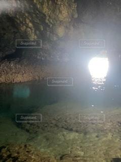 自然でできた洞窟の写真・画像素材[4770018]