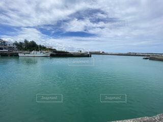 ボートは水の体の隣にドッキングされているの写真・画像素材[4770025]