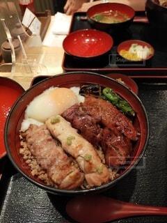 豪華な焼き鳥丼の写真・画像素材[4770789]