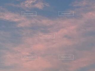 市内の夕焼けの空の写真・画像素材[4771570]