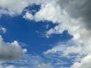 空と厚い雲の写真・画像素材[4771591]