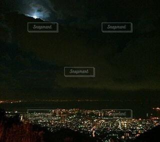 六甲山の夜景と月の写真・画像素材[4771643]
