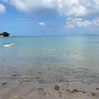 水域の隣の砂浜の写真・画像素材[4771791]