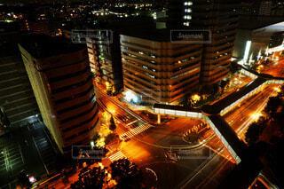 上から撮影した都会の交差点の写真・画像素材[4777347]