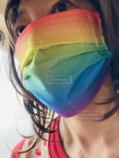 インパクトあるレインボーマスクの写真・画像素材[4791083]
