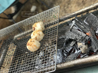 炭火で焼きおにぎりの写真・画像素材[1211562]