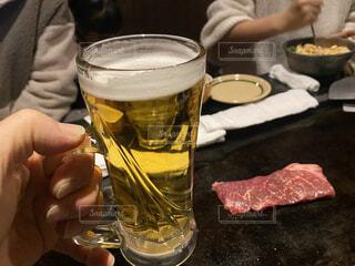 焼肉屋で生ビールの写真・画像素材[4809433]
