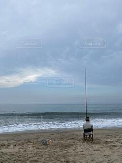 夏の砂浜での釣りの写真・画像素材[4813065]