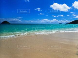 青い海とビーチの写真・画像素材[4807706]