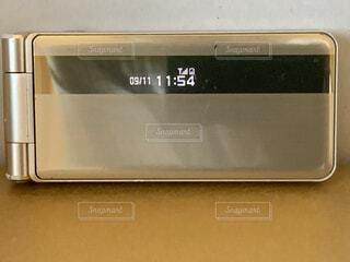 ストーブの上に置いてある電子レンジの写真・画像素材[4799549]