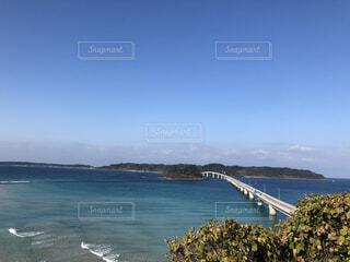 水域の真ん中にある島の写真・画像素材[4800790]