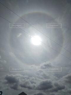 秋空に、珍しい環水平アークが出ていました。の写真・画像素材[4806378]