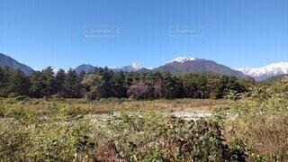 雪化粧が始まった山のある景色の写真・画像素材[4956089]
