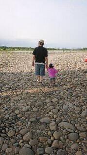 河原で散歩の写真・画像素材[4803141]