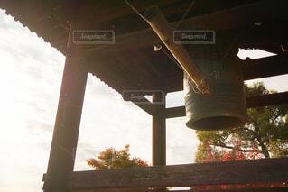 夕暮れ時の鐘の写真・画像素材[4913481]